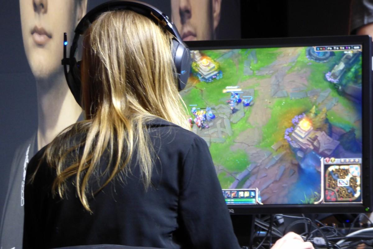 εθισμός στα διαδικτυακά παιχνίδια